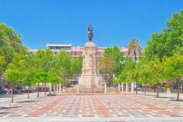 New Square (Plaza Nuevea) and monument of Fernardo III The Saint ( Fernando III El Santo)