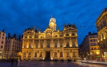 Hotel de ville ( City hall)