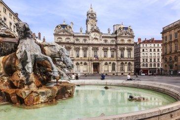 The Terreaux placu z fontanną